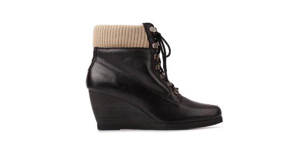 Dámské černé šněrovací boty na klínku Derhy