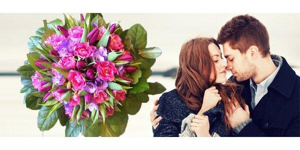 Mohutná kytice z tulipánu a frézií