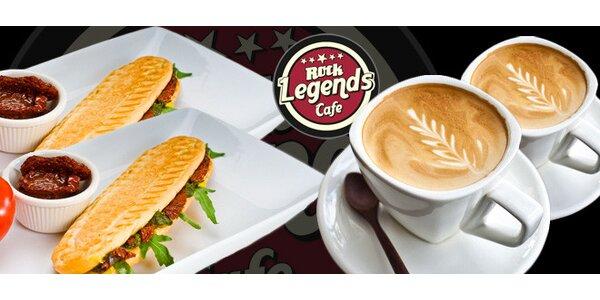 Dvě panini s kávou v The Legends Rock Cafe