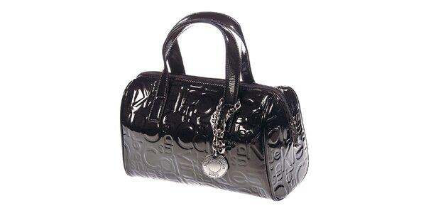 Dámská tmavá lesklá kabelka se vzorem Calvin Klein