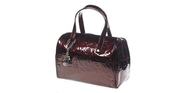 Dámská červenohnědá kabelka se vzorem Calvin Klein