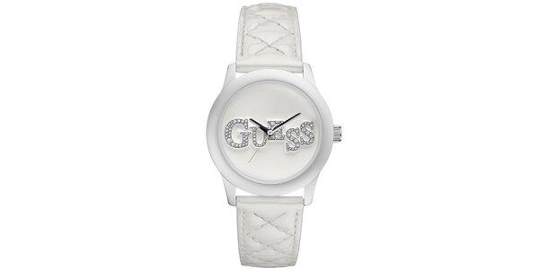 Dámské bílé ocelové hodinky s třpytivým nápisem Guess