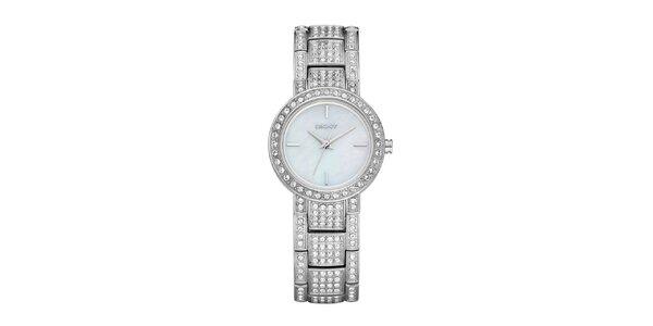 Dámské stříbrné hodinky DKNY s kamínky na ciferníku a kovovém řemínku