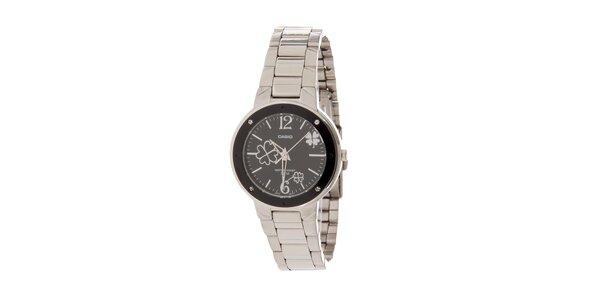 Dámské ocelové hodinky Casio s černým ciferníkem a čtyřlístky