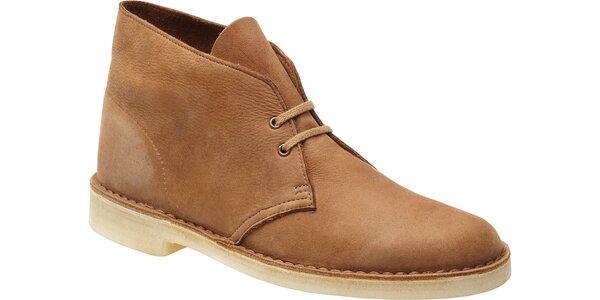 Stylové pánské kotníčkové boty Clarks ve velbloudí barvě