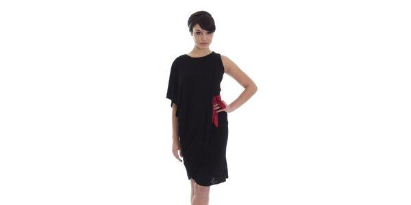 Dámské asymetrické černé šaty s červeným páskem SforStyle