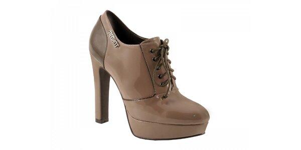 Světle hnědé boty na podpatku se zavazováním