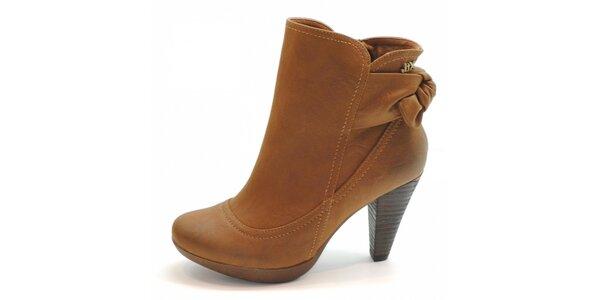 Velbloudí kotníčkové boty s mašlí Xti