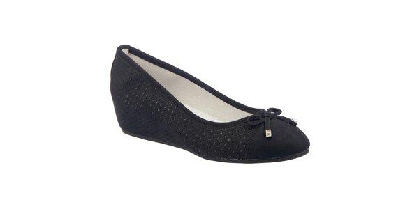 Dámské černé perforované boty s klínem Keddo