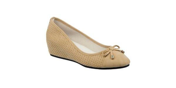 Dámské béžové perforované boty s klínem Keddo