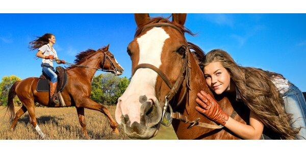 Hodina výuky jízdy na koni v jezdeckém klubu Hlubočky