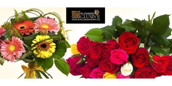 Krásná kytice uvázaná z gerber nebo růží