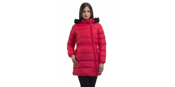 Dámská korálově růžová péřová bunda Bleifrei s kožíškem a asymetrickým zipem