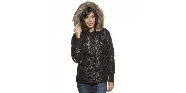 Dámská černá lesklá prošívaná bunda Lois s kožíškem