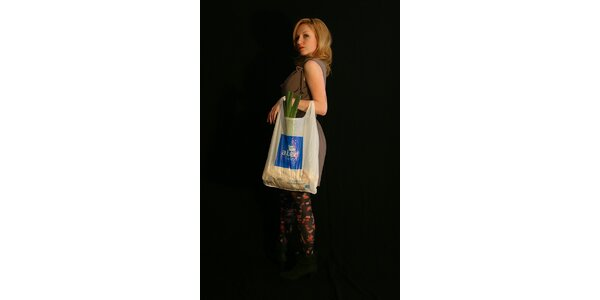 Lehká, vzdušná a jarní kabelka s jednoduchým minimalistickým tvarem