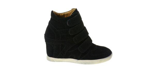 Dámské černé kotníčkové boty Maria Barcelo na vysokém klínku