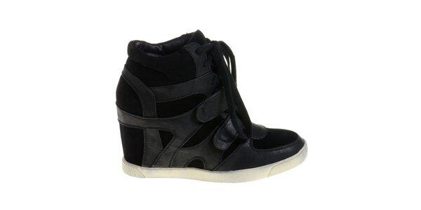 Dámské černé boty Maria Barcelo na vysokém klínku