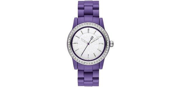 Dámské analogové hodinky s kamínky na lunetě a fialovým páskem DKNY
