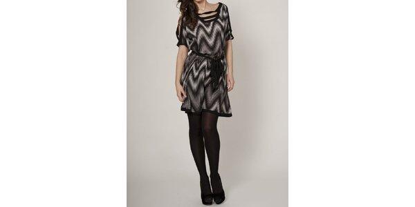 Dámské černobílé šaty Mell s geometrickým vzorem