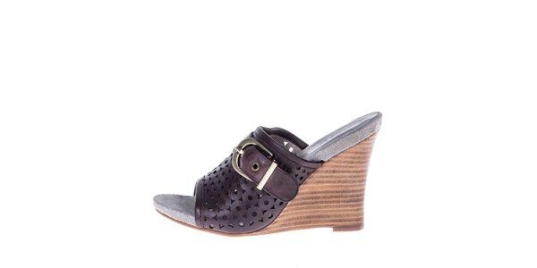 Dámské hnědé perforované boty na klínku s přezkou Roberto Botella