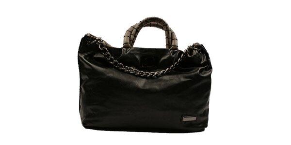 Dámská černá obdélníková kabelka s řetězem Pierre Cardin