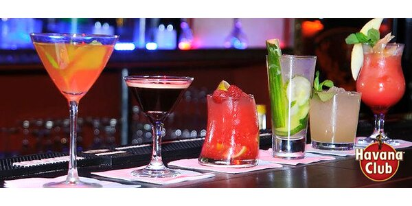 Dva míchané drinky v klubu Vaca Loca