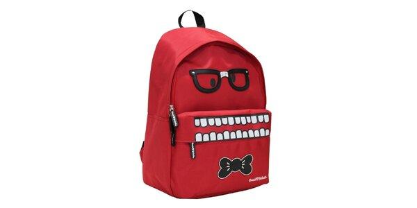 Červený batoh se zuřivým výrazem David&Goliath