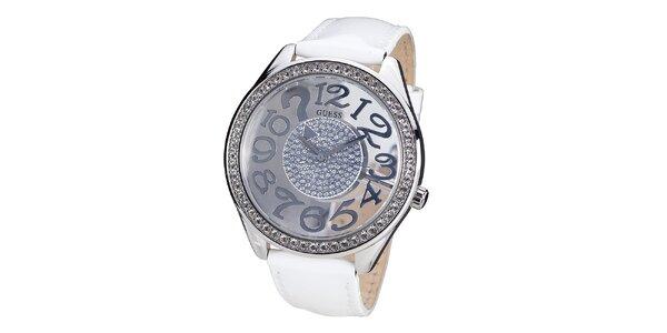 Dámské hodinky s kamínky a bílým páskem z kůže Guess