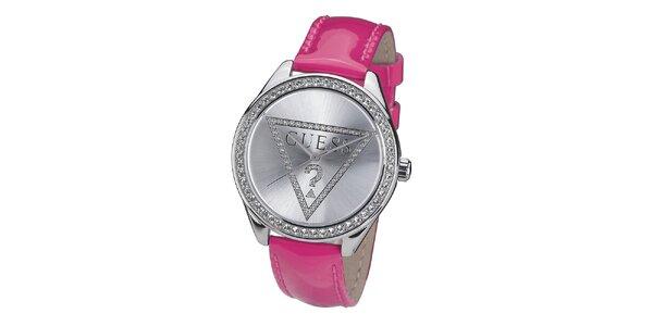 Dámské hodinky s kamínky a s růžovým řemínkem Guess