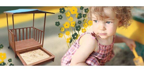 Dřevěné dětské pískoviště s krytou verandou