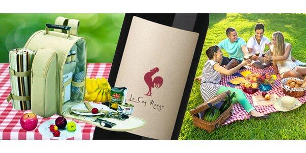 Piknikový batoh s nádobím a láhví vína