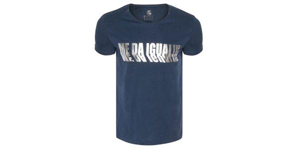 Pánské tmavě modré tričko se stříbrným potiskem Me Da Igual