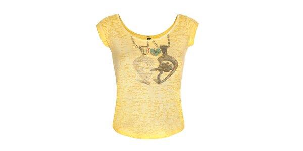 Dámské žluté tričko se srdcem Me Da Igual