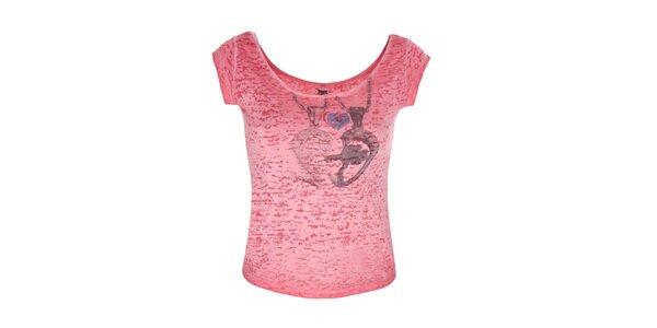 Dámské červené tričko se srdcem Me Da Igual