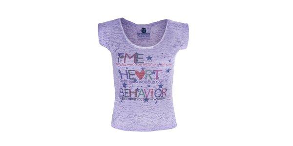 Dámské fialové tričko s barevným nápisem Me Da Igual