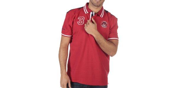 Pánské rudé polo triko s nášivkami na hrudi CLK