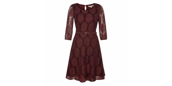 Dámské vínové krajkové šaty s transparentními rukávy Yumi