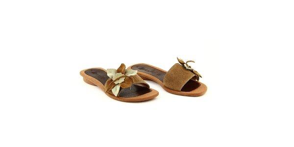 Dámské hnědé semišové pantofle s květinou La Bellatrix