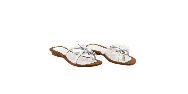 Dámské bílé pantofle s kytičkou La Bellatrix