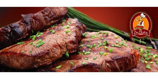 Steakový talíř plný vynikajícího masa a příloha pro DVA