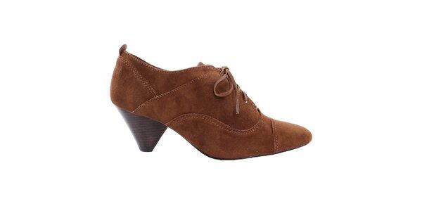 Dámské uzavřené boty na podpatku Via Uno