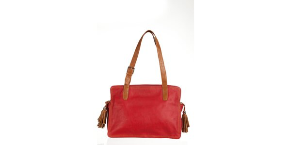 Velká červená kabelka s třásněmi