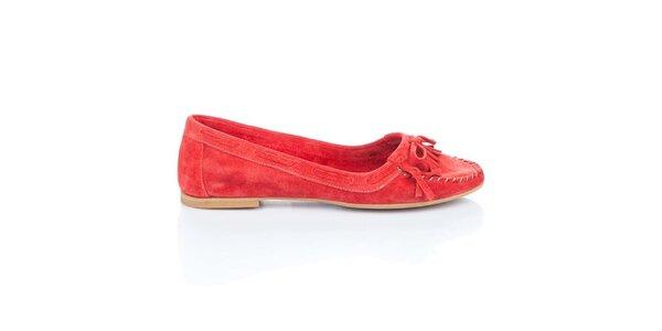 Dámské červené semišové loafers s třásněmi a mašlí Bueno