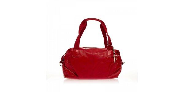 Červená kabelka s přívěskem Ferré