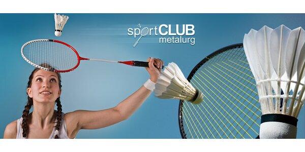 Hodina badmintonu na profesionálním kurtu