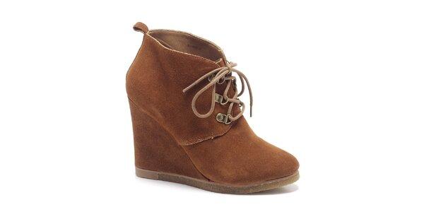 Dámské oříškově hnědé kotníkové boty Steve Madden