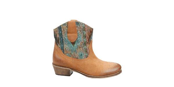 Dámské oříškově hnědé kotníkové boty Steve Madden s barevným detailem
