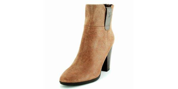 Dámské hnědé semišové kotníčkové boty na podpatku Geox