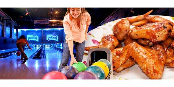 Zábava na bowlingu + výborná kuřecí křidélka