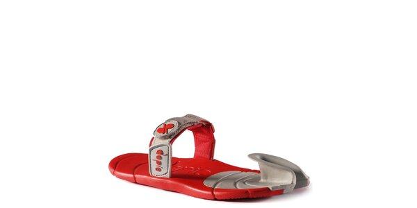 Šedo-červené boty s textilním páskem přes nárt Dopie